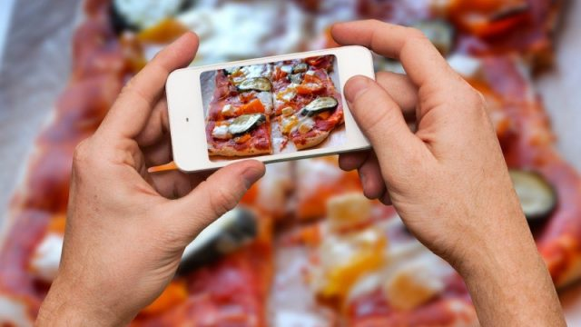 Smartphone orders prompt takeaway sales boost