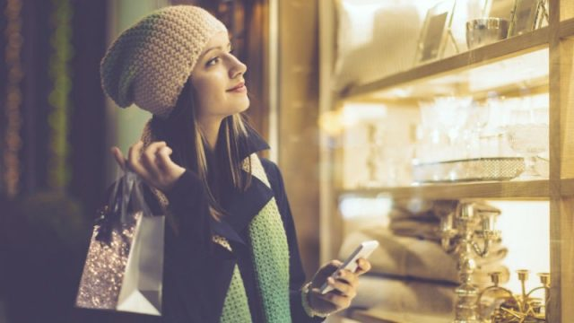 Are smartphones helping consumers cut through Christmas crowds?
