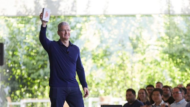 Apple celebrates sale of billionth iPhone