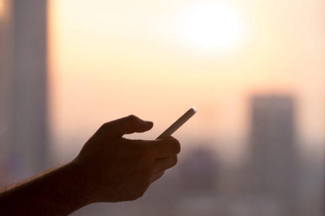 Apple 'investigating iPhone 8 split complaints'
